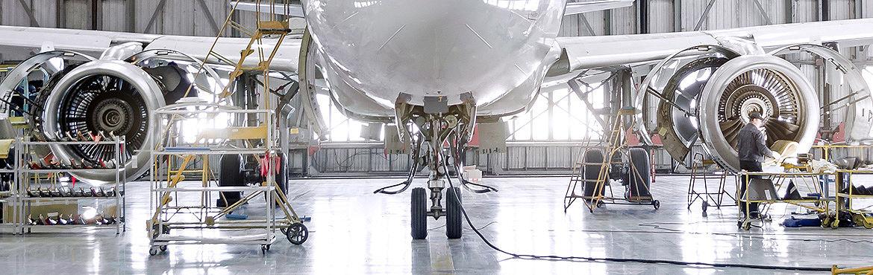 Luftfahrzeuge: Prüfung von Komponenten und Baugruppen in Luftfahrzeugen - TÜV AUSTRIA TVFA bietet die Konzeption, Durchführung und Auswertung von komplexen mechanischen und elektronischen Versuchen an Komponenten und Baugruppen. TÜV AUSTRIA TVFA verbindet Forschung und Industrie. (C) Shutterstock, aapsky