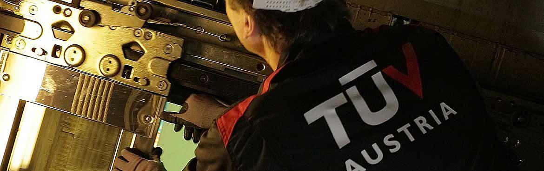 TÜV AUSTRIA Aufzugstechnik, Aufzugssicherheit: Sichere Aufzüge brauchen jährliche Überpüfung (C) TÜV AUSTRIA, standlaufbild, Gerhard Zahalka