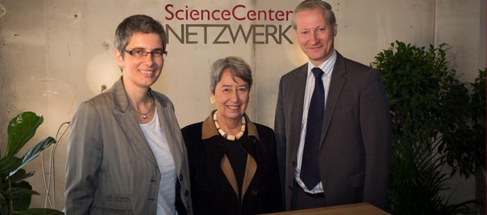 Creating new possibilities! Dr Barbara Streicher, CEO of ScienceCenter-Netzwerk, Margit Fischer, Chairwoman of the ScienceCenter-Netzwerk association, Dr Stefan Haas, CEO of TÜV AUSTRIA Group