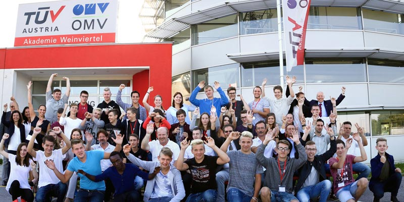 """New arrivals"" at TÜV AUSTRIA-OMV Akademie Weinviertel: Thirty-six new apprentices were welcomed at the training center, a good sign in view of a recent study that indicates many youth are not getting an education.(C) TÜV AUSTRIA, A. Amsüss"