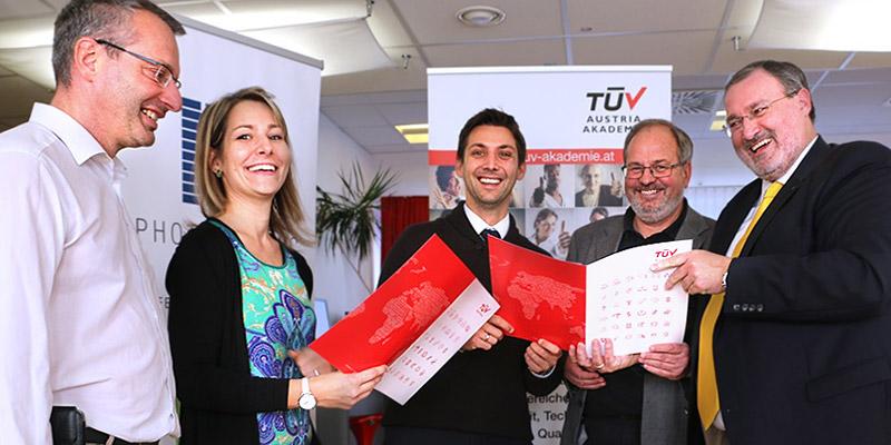 Sonnenstrom braucht Spezialisten: TÜV AUSTRIA und der Bundesverband PHOTOVOLTAIC AUSTRIA haben nun eine starke Achse zur praktischen Ausbildung von PV-Technikern geschlossen.