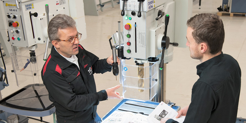 """TÜV AUSTRIA inspection engineer Andreas Oberweger: """"The tests performed by us reduce the efforts involved in reworking the equipment before delivery to the customer,"""" (C) Bernardo"""