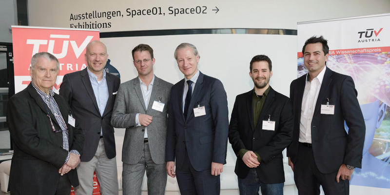 TÜV AUSTRIA invited experts to a panel discussion at Kunsthaus Graz. In the picture from left to right: Anton Pelinka, political scientist, Franz Kühmayer, futurist, Michael Fleischhacker, moderator, Stefan Haas, CEO of TÜV AUSTRIA, Aron Molnar, winner