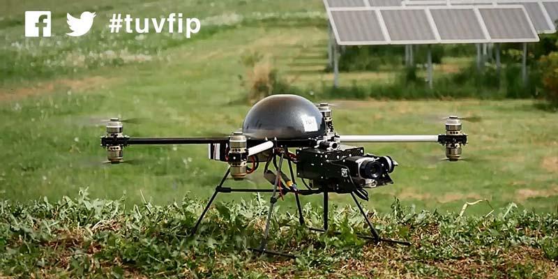 Mit Genehmigung der austro control: TÜV AUSTRIA FIP: Die fliegende Inspektionsplattform bei der Prüfung von Photovoltaik-Anlagen